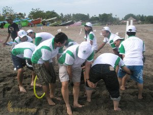 Aida Indonesia Hulahoop Transfer Bali Beach Team Building