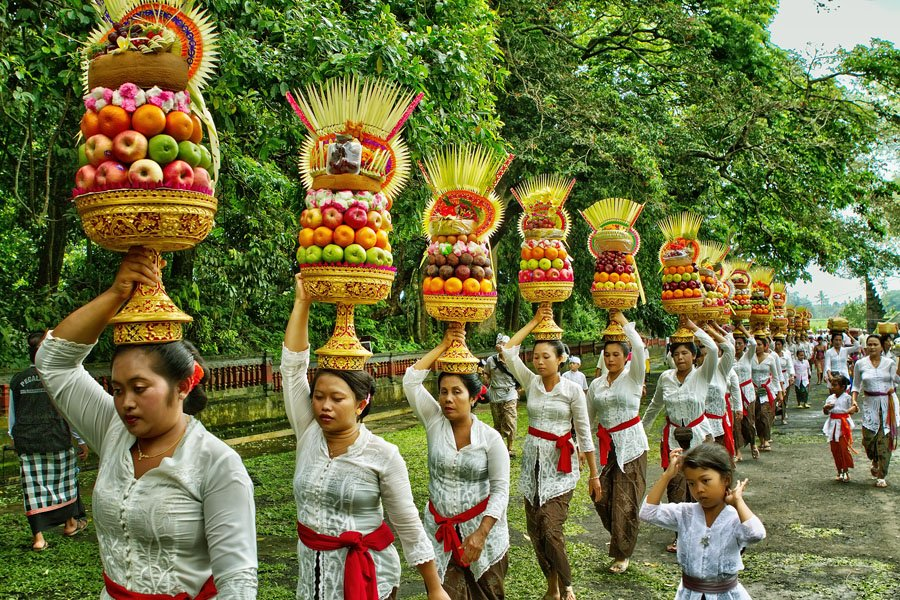 bali, balinese, mapeed, parade, balineseculture, culture, gebogan, offering