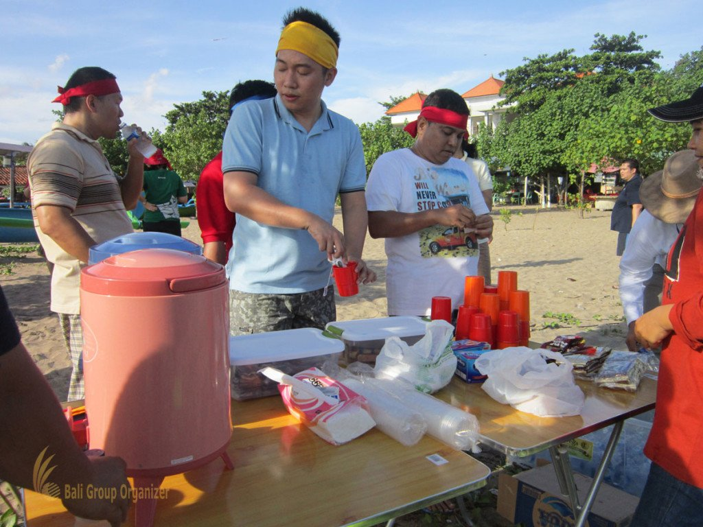 Soho Indonesia, Beach Team Building, Team Building, Coffee Break, Beach, Beach Games, Fun Games, Education Games, Games, Beach, Bali