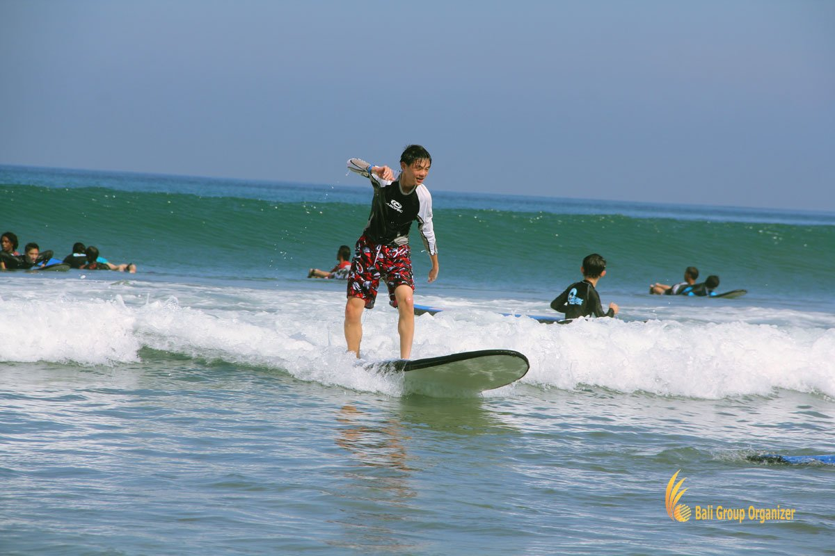 bali, surf, bali surf, surf lessons, cais, cais hongkong, student, tours, student tours, bali student tours, standing on board