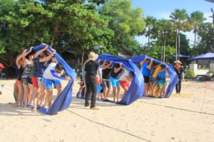 hotelbeds, photo, beach, team, team building, fun, games, fun games, bulldozer wheel, games, photo