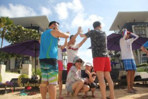hotelbeds, photo, beach, team, team building, fun, games, fun games, ice breaking, tanjung benoa, sakala, pearl, pearl in shell