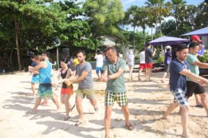 hotelbeds, photo, beach, team, team building, fun, games, fun games, ice breaking, samurai imagination, tanjung benoa, sakala