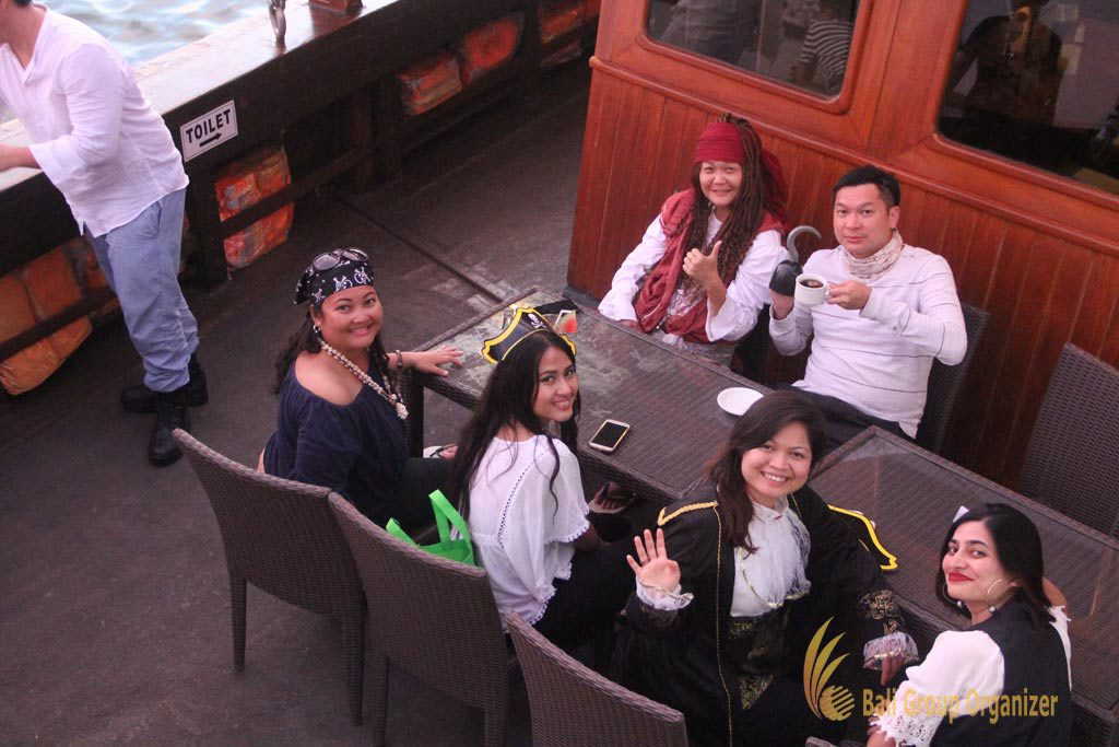 pirate dinner, pirate dinner cruise, Singapore Software Company group