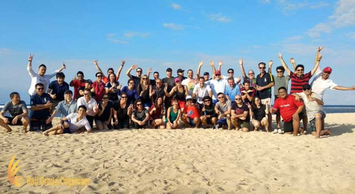 AON Benfield Beach Team Building CSR