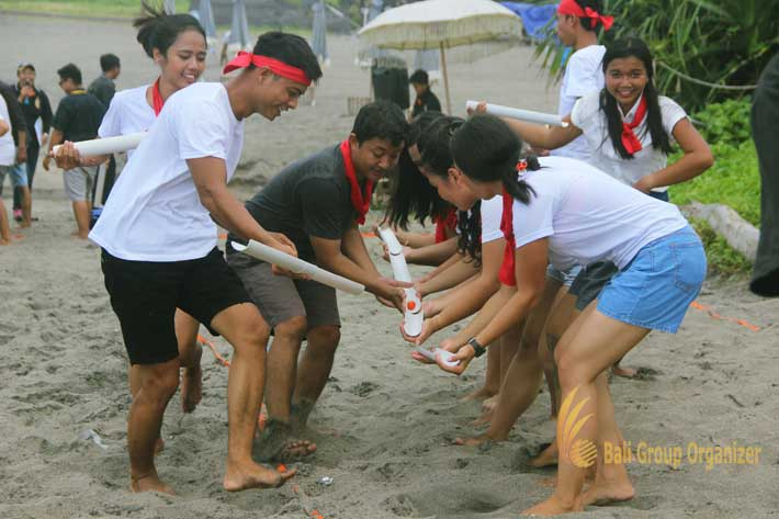 group teambuilding crazy ball, crazy ball games, beach team building, team building, the lawn, the lawn canggu, lawn canggu