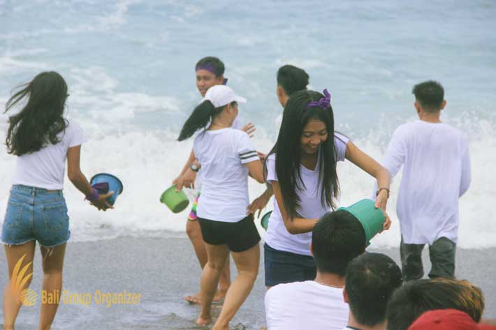 group teambuilding seawater games, beach team building, team building, the lawn, the lawn canggu, lawn canggu
