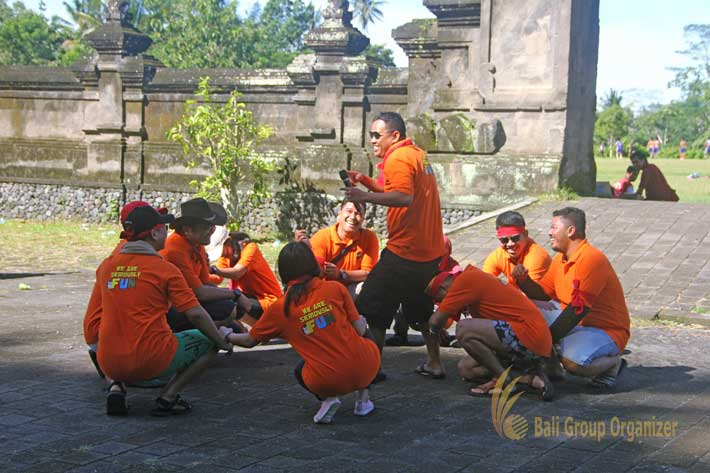 bali incentive trip group cheers, bali cycling treasure hunt, weebz mandiri, weebz mandiri group
