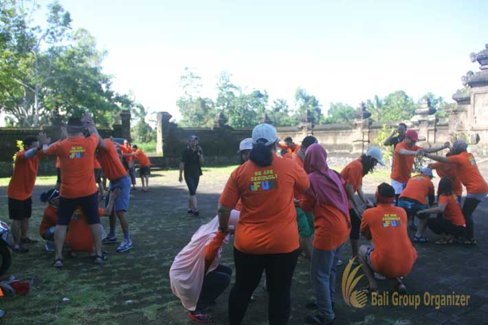 bali incentive trip pearl in shell game, ice breaking, team building, weebz mandiri, weebz mandiri group