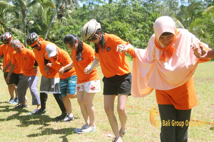 weebz mandiri experienced stepping mat games, relay mat games, team building, weebz mandiri, weebz mandiri group