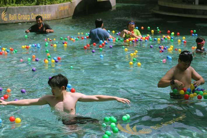 bali hotel team-building pool ball hunting games, bali hotel activities, le meridien bali team building, hotel team building