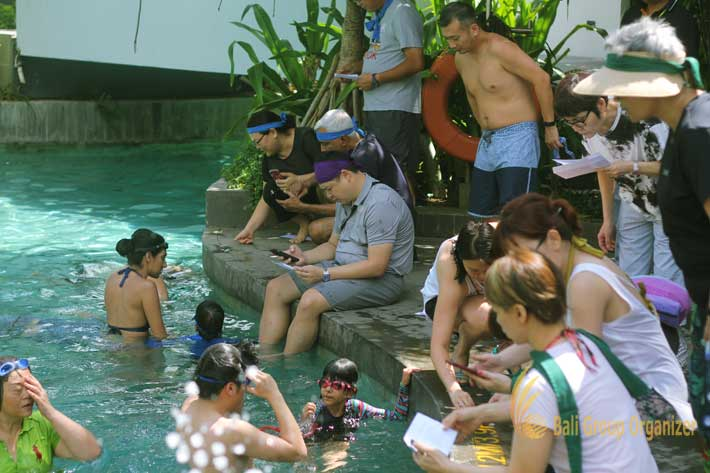 bali hotel team-building le meridien bali, pool games, coin hunting games, team building